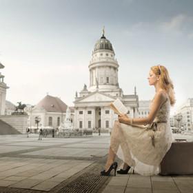 Woman Waiting<span>Webdesign</span>